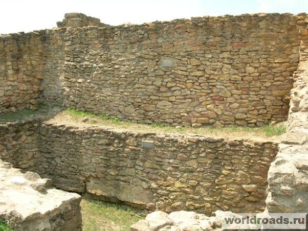 Древние стены Танаиса