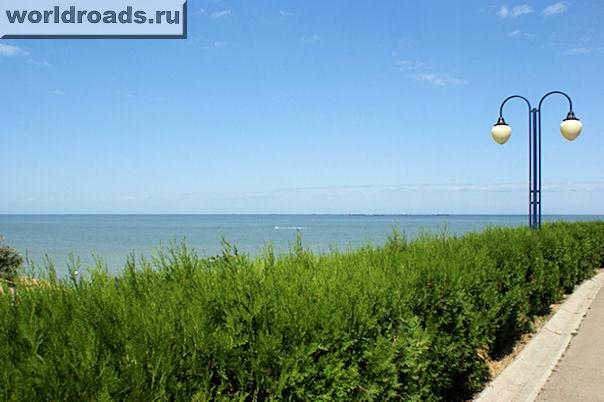 Вид с набережной на море