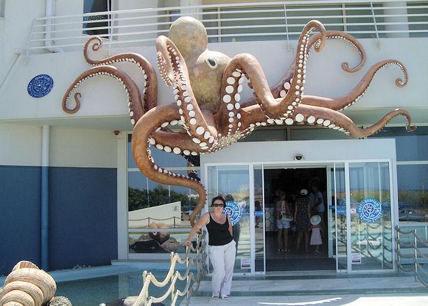 Кристина в Критском аквариуме