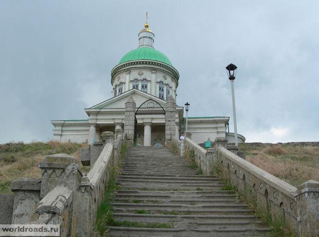 Лестница к храму Сурб-Хач
