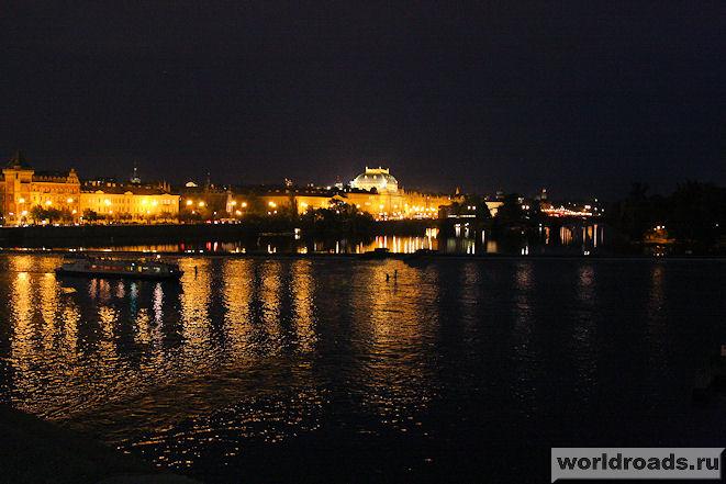 Влтава ночью
