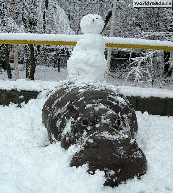 Снеговик на бегемоте