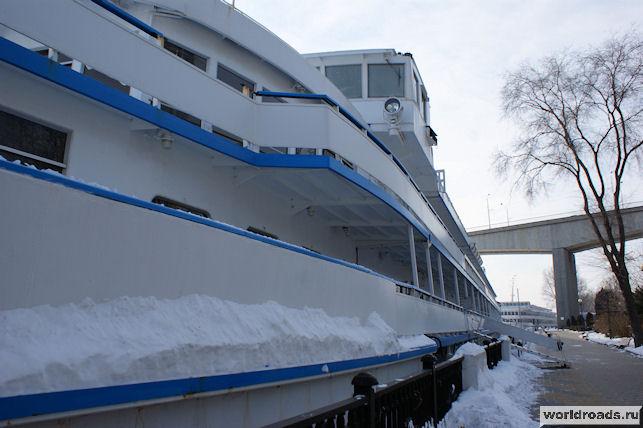 Корабль в снегу