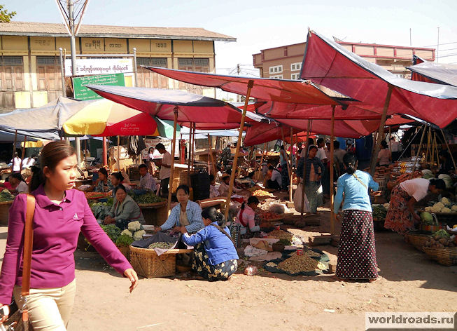 Базар в Мьянме. Общий вид