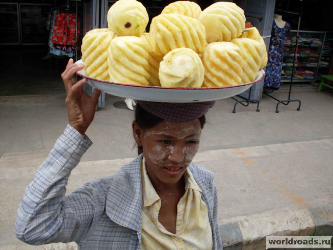 чищенные ананасы