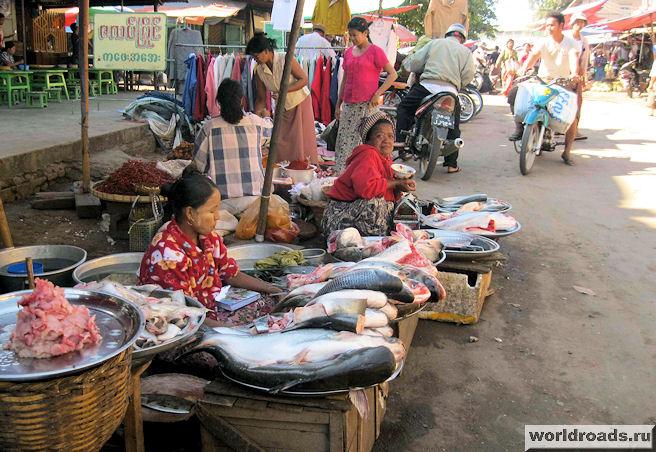 Рыбные ряды на базаре в Мейктиле