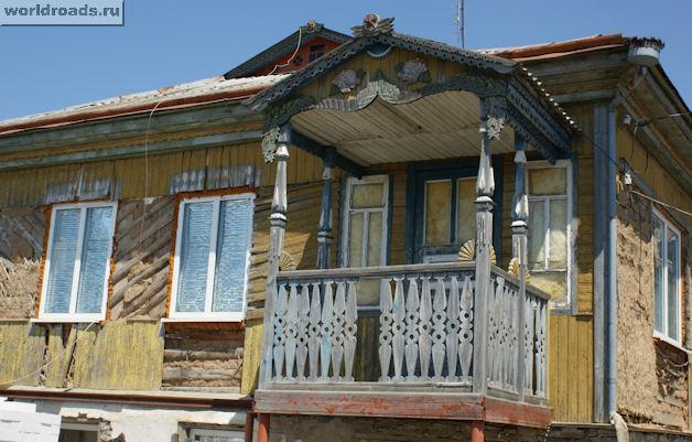 Резной балкон в Краснодонецкой