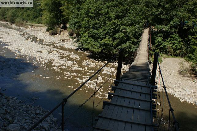 Висячий мостик долина реки Аше