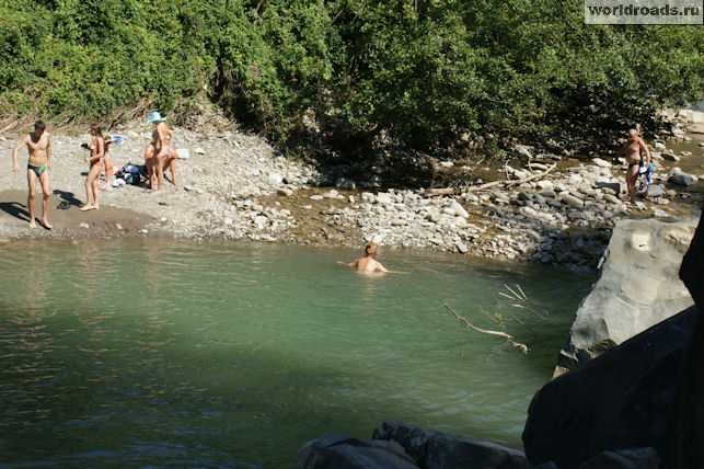 Купание у водопада Шапсуг