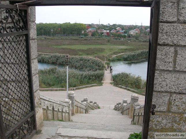 Сурб-Хач. Южные ворота