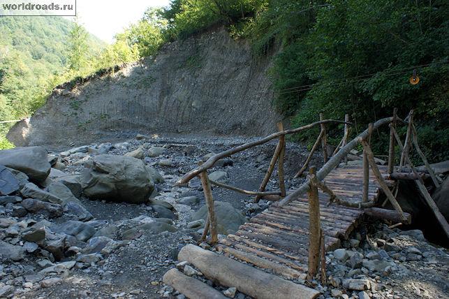 Мостик рядом с водопадом Псыдах