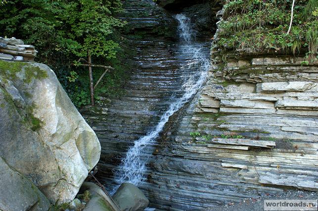 Водопад слева