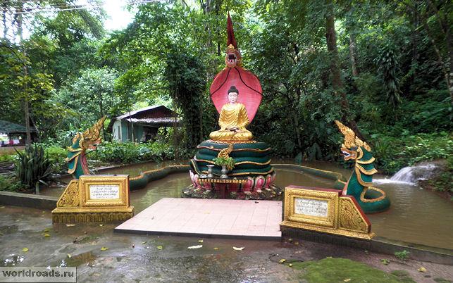 Будда и змея