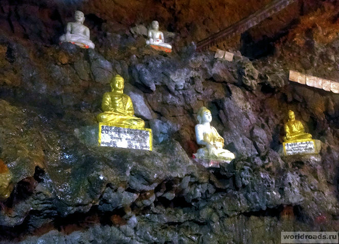 Будды на стене пещеры