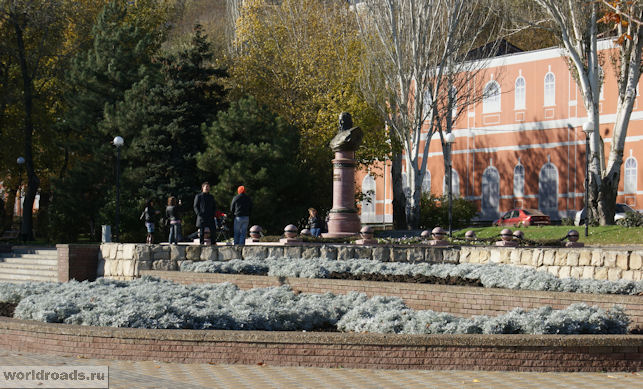 Памятник адмиралу Ушакову
