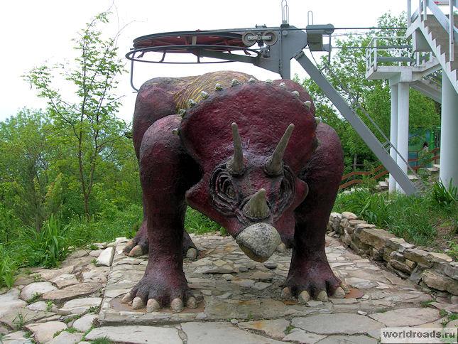 Динозавр в Сафари-парке Геленджика