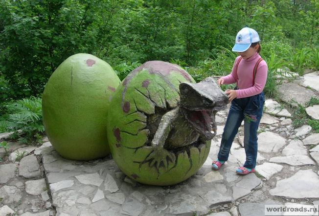 Динозаврик, вылупившийся из яйца