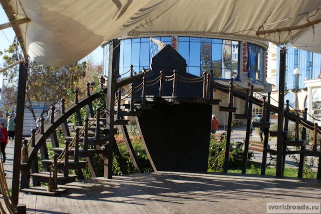 Корабль-кафе на набережной Ростова