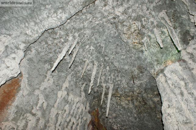 Сталактиты в Медвежьей пещере