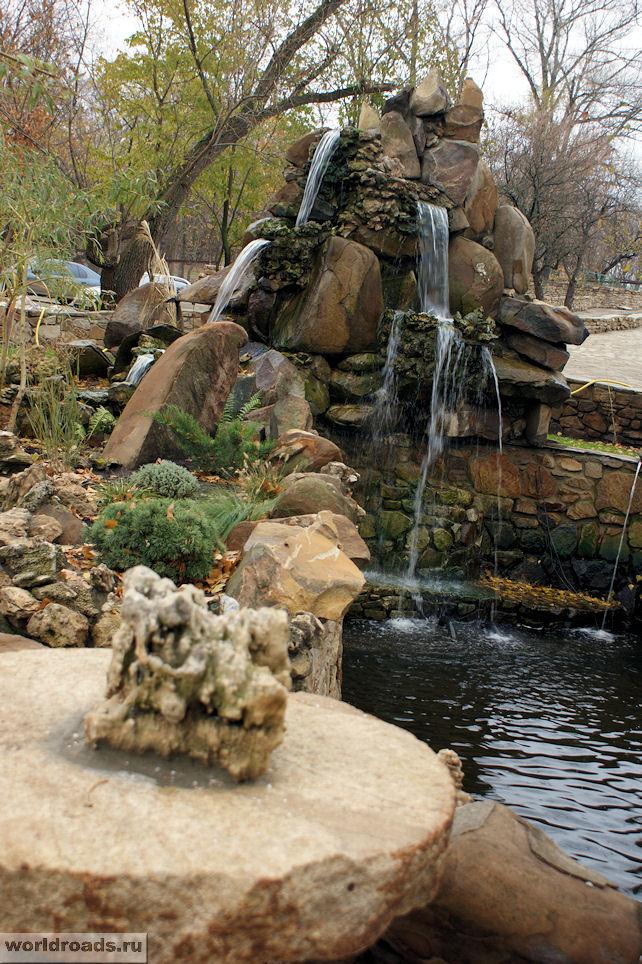 Водопад и ручей