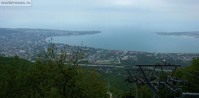 Вид с канатки на Геленджикскую бухту
