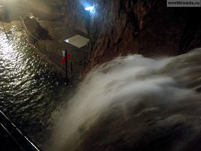 Водопад в пещере