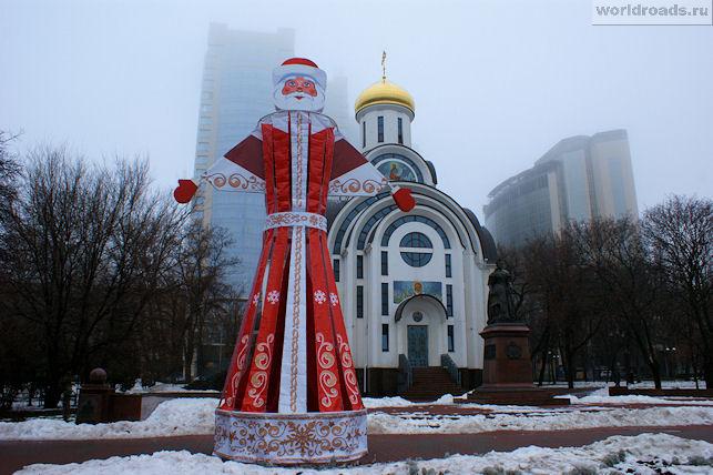 Дед Мороз у Покровского храма
