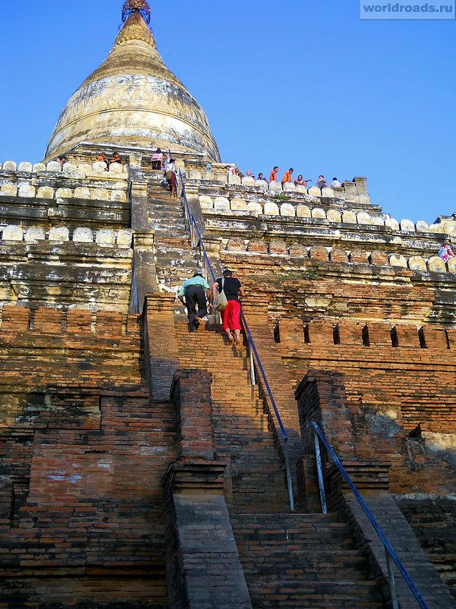 Лестница храма Швейзигон