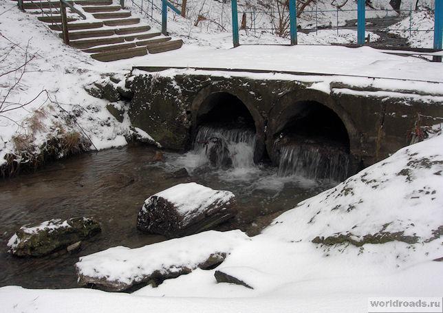 Ручей в Ботаническом саду Ростова-на-Дону