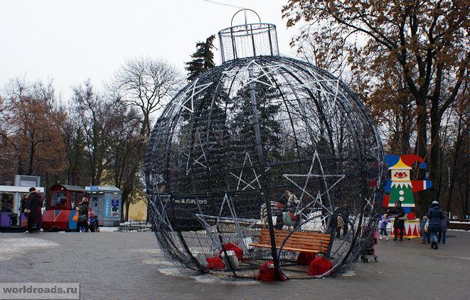 Новогодний шарик на Большой Садовой