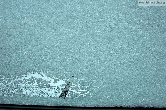 Снег на лобовом стекле
