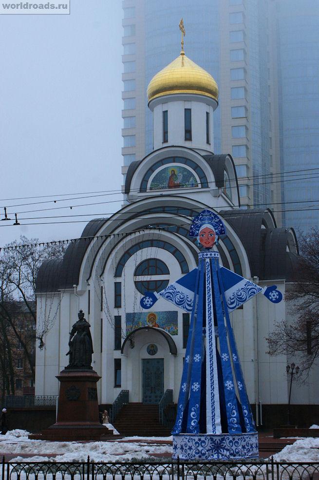 Снегурочка у Покровского храма