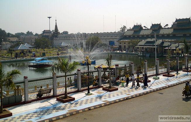 Парк храма Махамуни в Мандалае