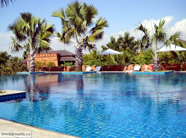 Бассейн отеля Aureum Palace Hotel & Resort