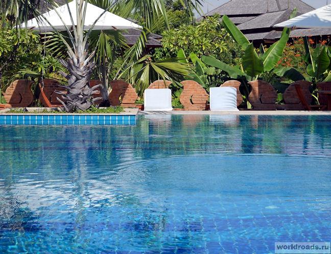 Бассейн Aureum Palace Hotel & Resort
