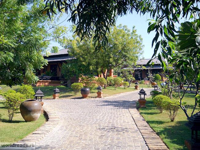 Территория отеля Aureum Palace Hotel & Resort