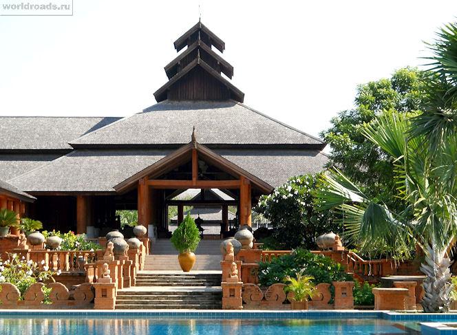 Терасса у бассейна Aureum Palace Hotel & Resort