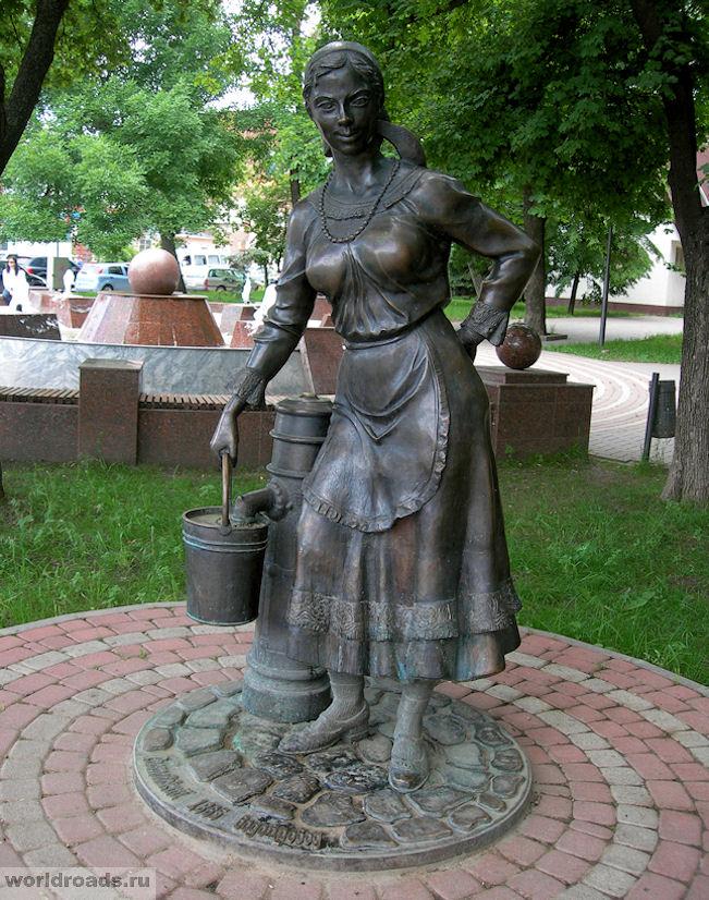 Женщина с ведром